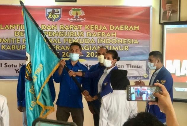 Eltin Tanalepy Lantik Ketua DPD II KNPI Seram Bagian Timur