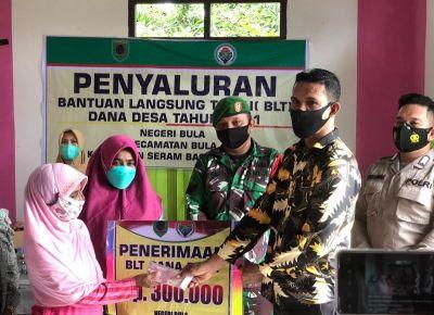 200 Warga Negeri Desa Bula Terima Bantuan Langsung Tunai Langsung Diserahkan Pejabat Desa