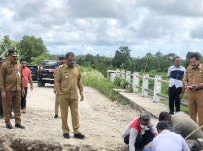 Bupati SBT Turun Langsung Kunjungi Jembatan Salas yang Rusak